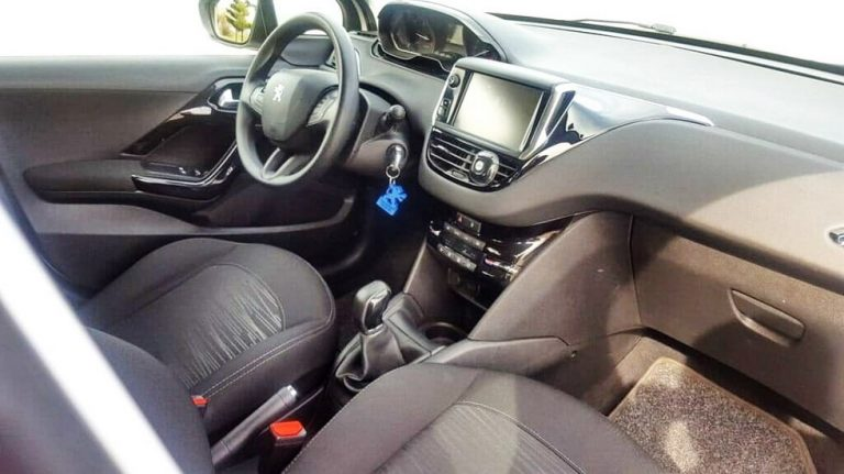 Rent a car Peugeot 208